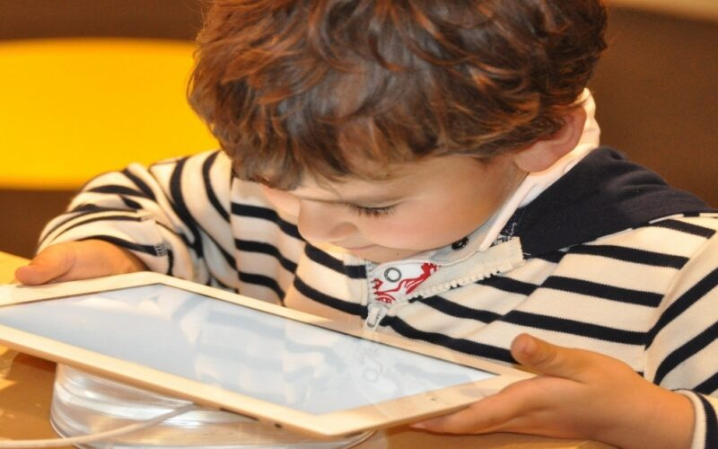 Niños digitales con coeficiente más bajo: Efecto Flynn